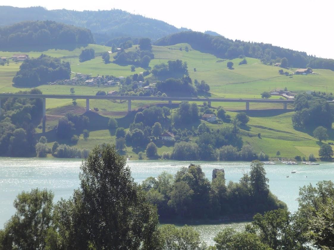 Ile d'Ogoz et le Lac de la Gruyère