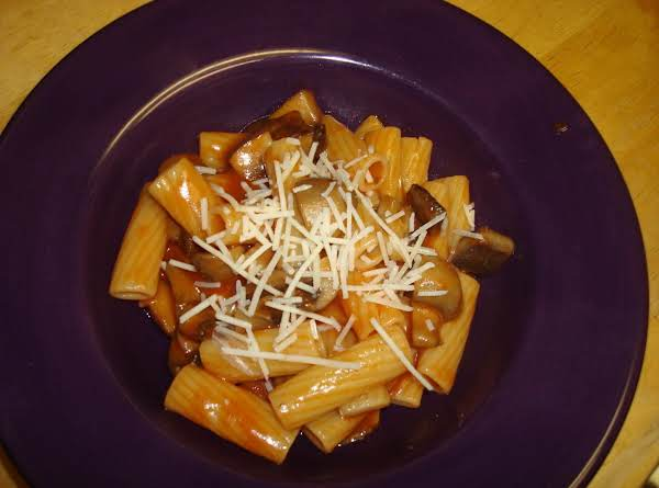 Katty's Rigatoni With Mushrooms And Red Sauce