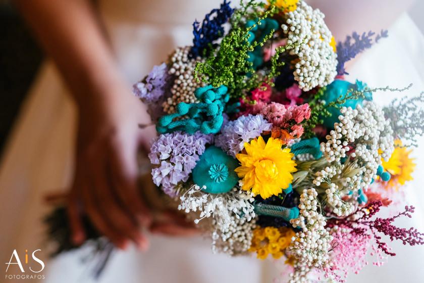 Elegir un ramo de novia de Flores en el columpio