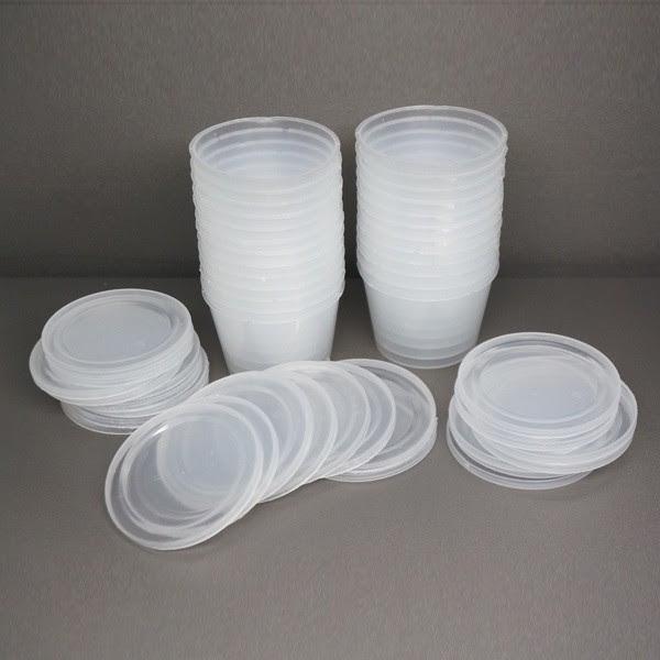 Khuôn nhựa được nhiều người lựa chọn để làm bánh flan