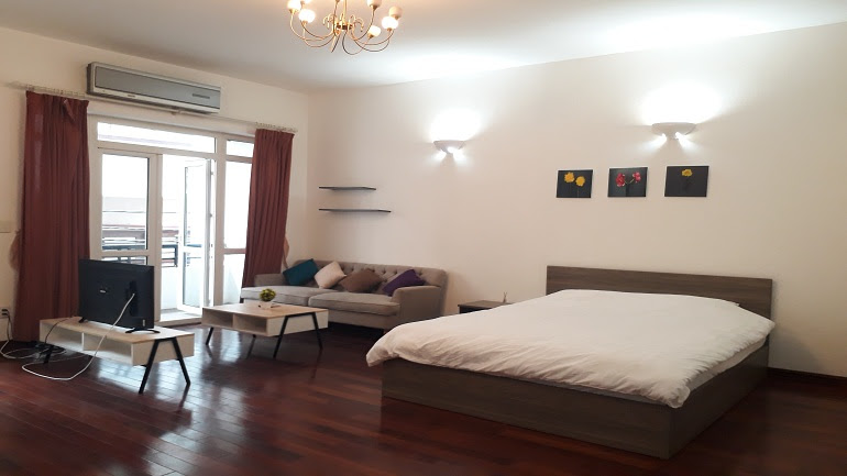 Balcony studio apartment with good price in Trung Hoa area, Cau Giay district for rent