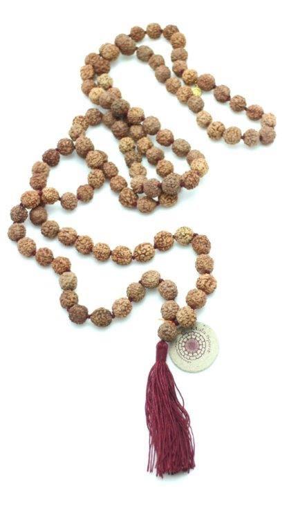 Rudraksha helig mala med röd, mjukt rosa, svart eller färgmixad tofs