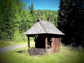 Photo: Lugtratte-1470m(Kapelle),Nähe Oberwölz. Geradeaus zur Roßalmhütte,rechts geht eine Forststrasse zum ehem.Wirtshaus Fatschger in den Schöttlgraben(auch ein Forsthaus steht dort !)