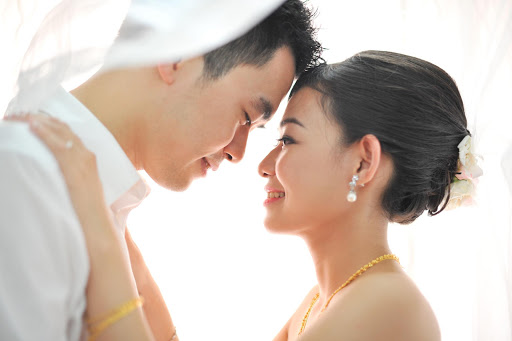 Newlyweds know on subconscious level whether their marriage will be happy, a new study finds.