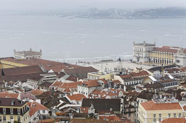 Acquerugiola dell'Atlantico su Lisbona di manolina