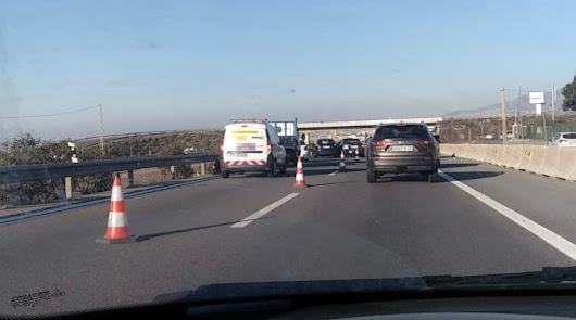 Dos accidentes de tráfico y retenciones en la A7 este lunes en el Poniente