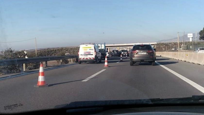 Retenciones en la A7 por un nuevo accidente de tráfico.