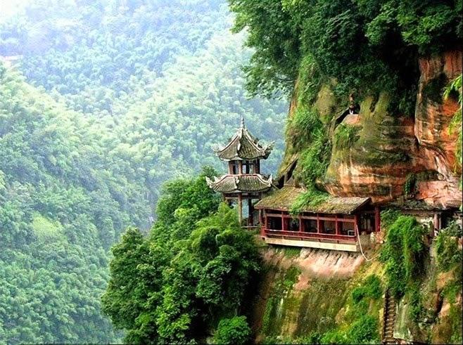 Nghệ thuật và con đường hoằng pháp (song ngữ Việt – Anh)