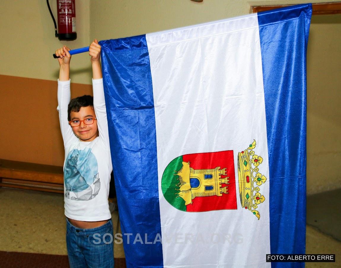 Niño con bandera de Talavera de la Reina