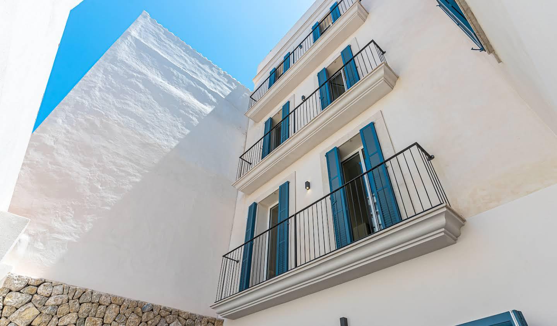 Maison contemporaine en bord de mer avec jardin Palma