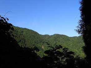 左に冠岳への稜線