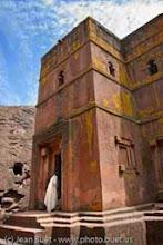 Photo: <fr>Cette église est excavée directement du plateau rocheux</fr><en>This church is hewn directly from the rock</en>