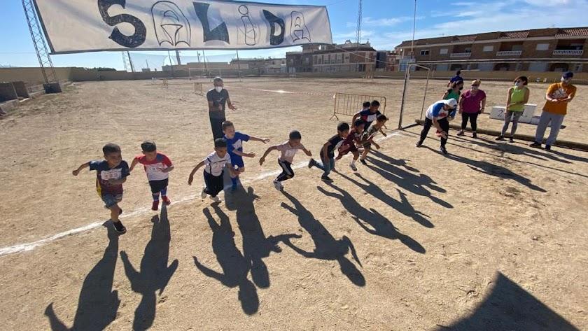 Una jornada muy deportiva y solidaria en el CEIP La Venta del Viso.