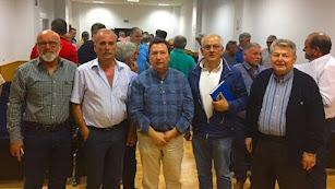 El presidente de Feral en el centro, junto a los promotores de la Junta Central.