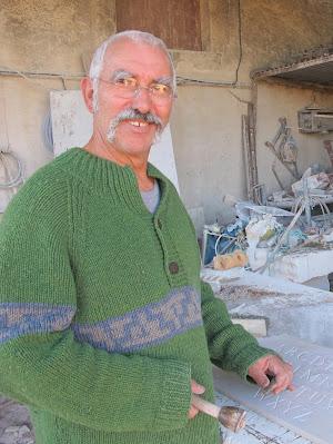 Jean Pellencin Sculpteur  tailleur de pierre  Graveur sur pierre tombale à Valréas 84 26