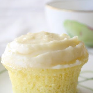 Cloud-like Lemon Cupcakes