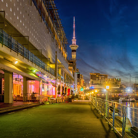 Princess Wharf restaurants, Auckland. by Graeme Hunter - City,  Street & Park  Street Scenes