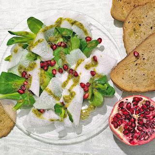 Heilbutt-Carpaccio mit Granatapfel-Dressing