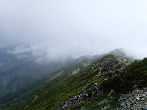 北峰への稜線
