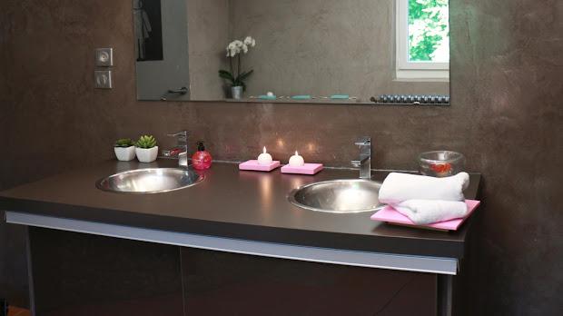 Le Béton Ciré est idéal dans une salle de bain