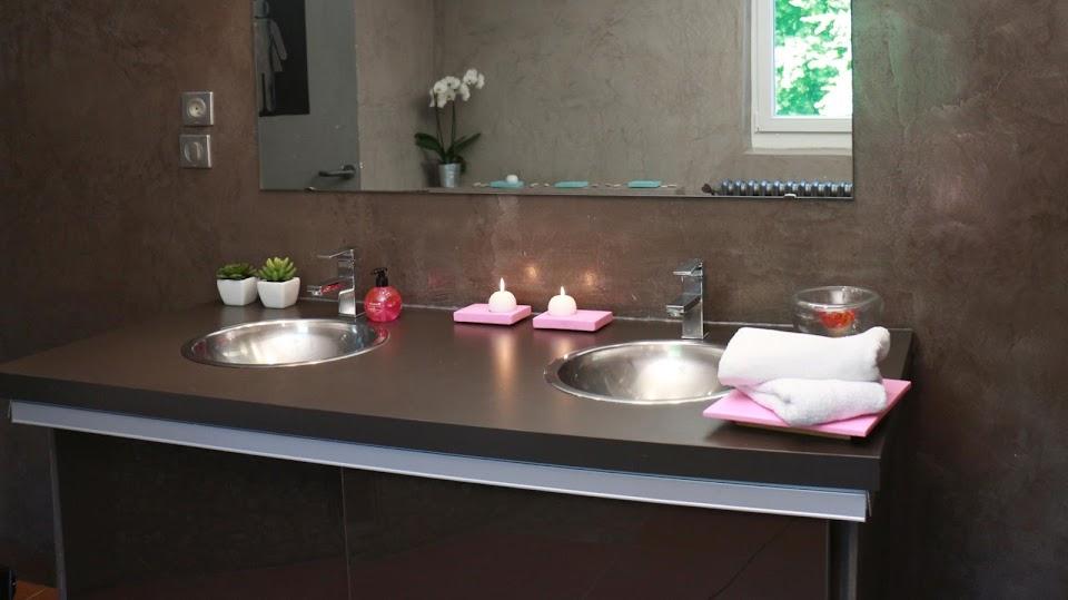 Ambiance Design dans une salle de bain en béton ciré
