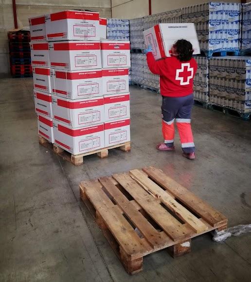Más de 200 personas voluntarias de Cruz Roja en Almería están movilizadas.