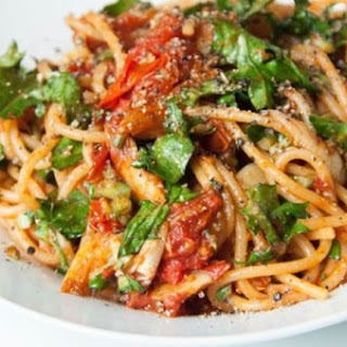 Vegan Spaghetti with Melted Tomatoes and Kale