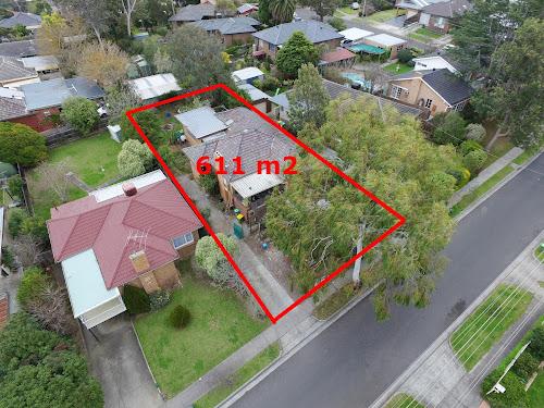 Photo of property at 23 Plenty Lane, Greensborough 3088