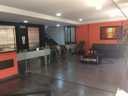 Oficinas en Arriendo - Bogota, Santa Barbara 642-4368