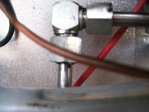 Photo: Le quito la toma de gas, desenroscando.