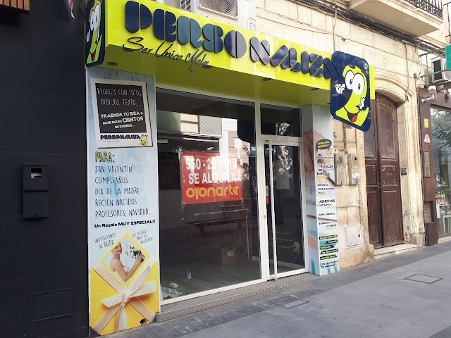 Personaliza2 abrió en Reyes Católicos este mismo año.