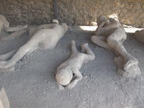 Photo: It.s3S233-141007Pompéï, site archéo, nécropole, corps figés dans les cendres  IMG_5535