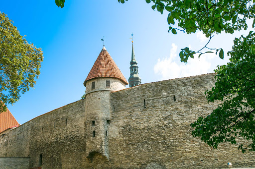 tallinn-fortress-wall.jpg - The Walls of Tallinn are the medieval defensive walls constructed around the city's borders in the Middle Ages.