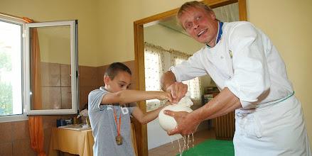 Photo: La cagliatura del latte
