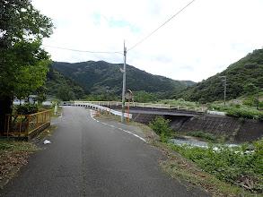 左に公園への道