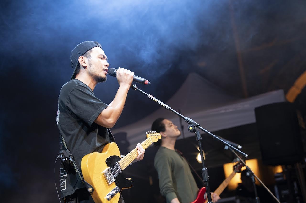 滅火器 撐香港演唱會 〈雙城記〉首唱 後台與林夕相見歡激昂互稱「香港加油」