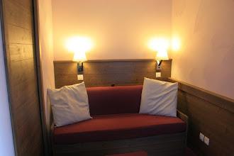 Photo: Pièce à vivre d'un des appartements de la résidence Deneb, à Risoul dans les Alpes du Sud