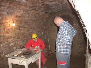 Photo: Erdstallvermessung Gaweinstal am 2.11.08. Edith zeichnet, jeder Zentimeter zählt. http://erdstall.heim.at