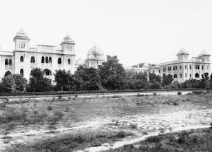 Photo: The hostel building of Pachaiyappa's college, at Chetpat as seen from the railway line.
