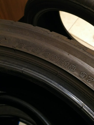 インプレッサ WRX STIタイヤの画像