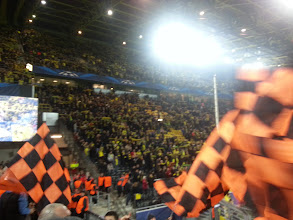 Photo: die orangenen Fahnen wehen schon !