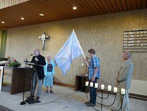 Photo: Maja draagt de vlag over aan Jurre