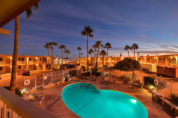 Quality Inn and Suites Phoenix NW Sun City