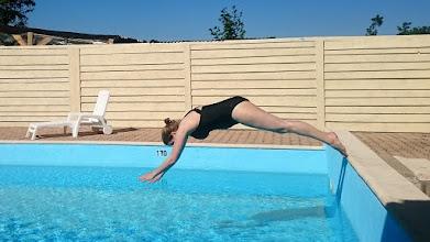 Photo: Afkoelen in het zwembad