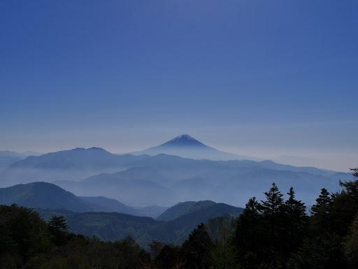 富士山を望む(左に毛無山)