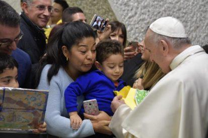 Đức Thánh Cha chào ban nhân viên và các gia đình Vatican: Chúc mừng Giáng sinh!