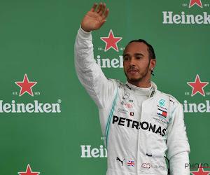 Hamilton van start tot finish aan de leiding in GP van Spanje, Verstappen tussen Mercedessen