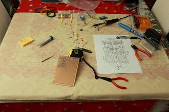 Photo: Mesa de trabalho 25/12/11 - Após a ceia de Natal e depois de ter feito a digestão ... mãos a obra.