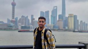 Juanmi Sierra, almeriense afincado en Pekín, durante un viaje a Shanghái.
