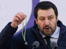 Salvini e il rosario